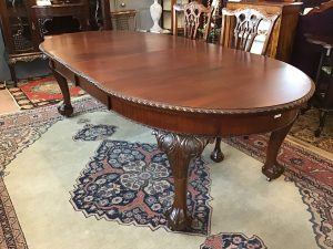 ケントストア・アンティーク家具のダイニングテーブル