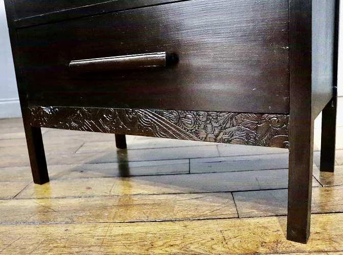 ④アンティークらしい彫刻デザインとウッドハンドル