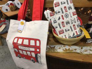 ケントストアのロンドンバスのバッグとミトン