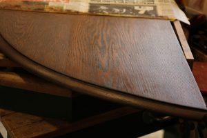 アンティーク家具の補修方法