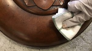 アンティーク家具の小傷の直し方